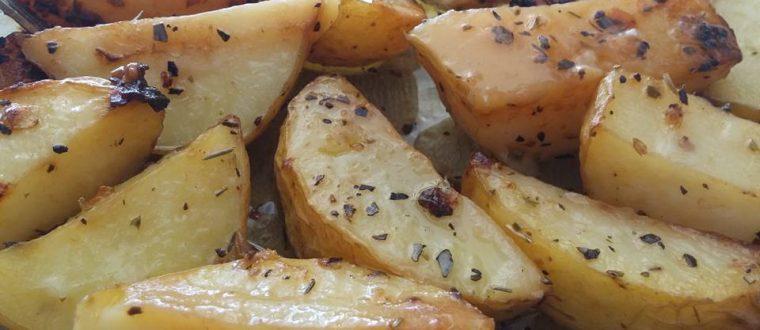 תפוחי אדמה קלים להכנה ושווים במיוחד בתנור
