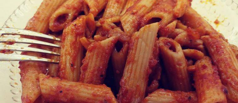 פסטה ברוטב עגבניות סמיך – שרבה מקרונה בסלסה טריפוליטאית