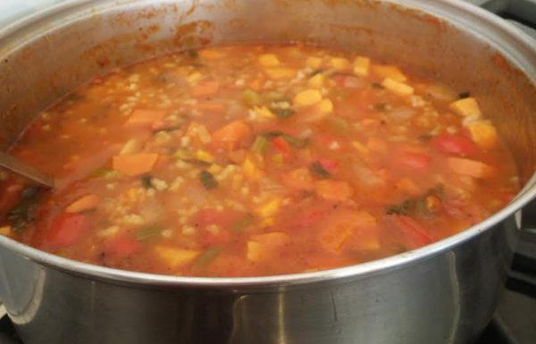 מרק עגבניות עם אורז וירקות הכי טעים שיש